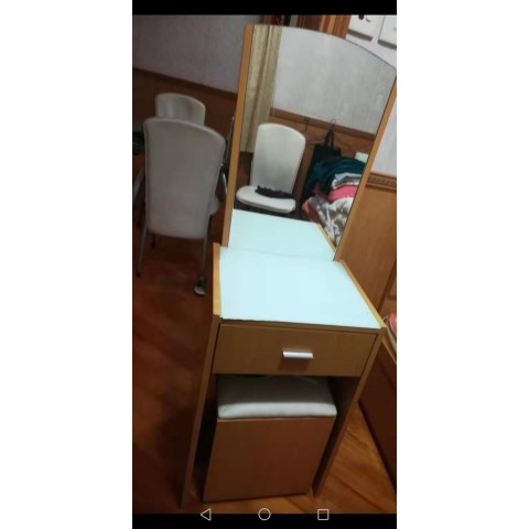 床頭櫃連鏡+椅子