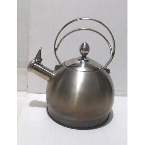 水煲 叻色 不銹鐵八成新 平底直徑 18cm X 煲高 15cm;煲頂口直徑 10cm。裝水 2.5Kgs. (約五湯碗水量)。適用於 電磁爐,石油氣爐。