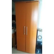 木柜高75吋x闊30吋x深21吋$130