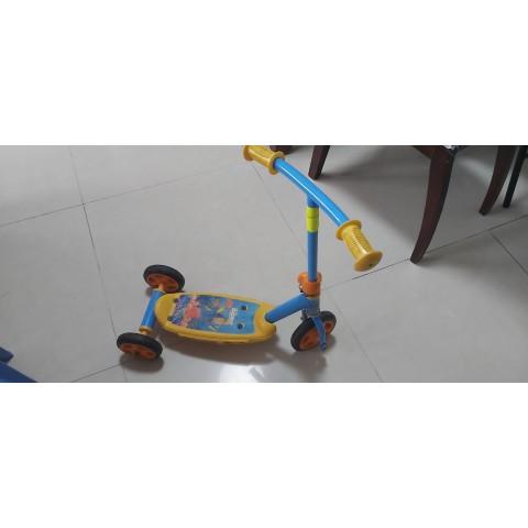 海底奇兵兒童可轉彎滑板車