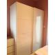 纯白色大衣櫃。深62cm, 宽158cm, 高214cm