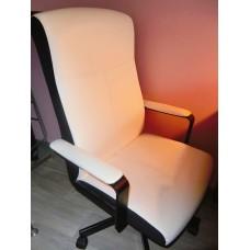 白色IKEA轉椅